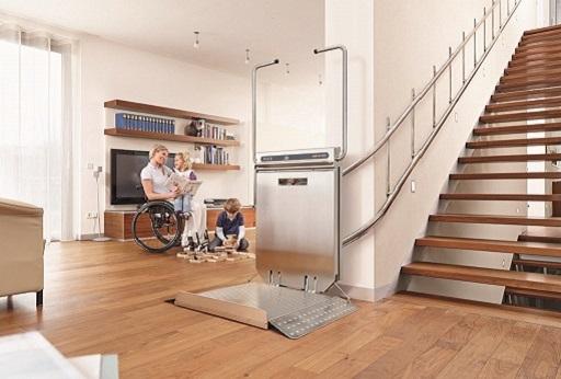 SANIMED Plattformlift für eine Treppe im Innenbereich