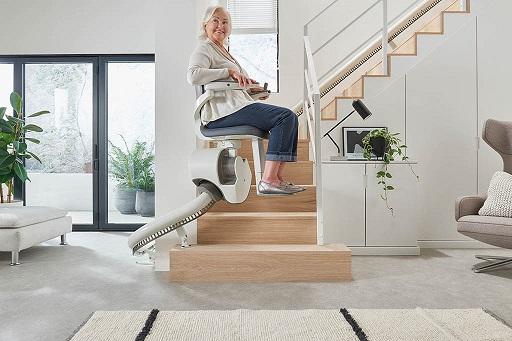 SANIMED Treppenlift für kurvige Treppen