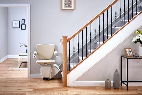 SANIMED Treppenlift für gerade Treppen